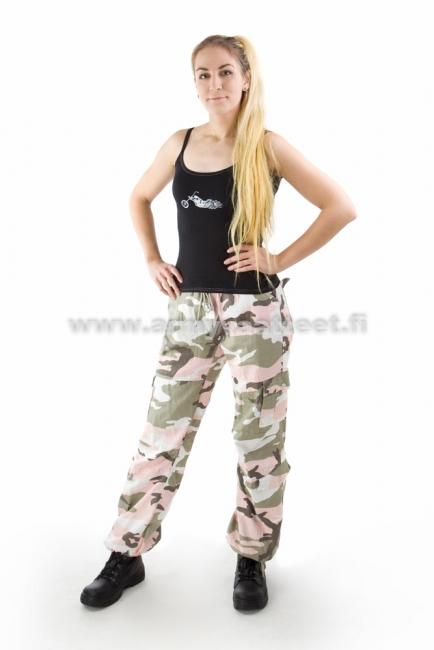 Maastokuvioiset housut naisille